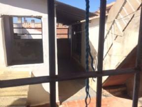 Terraza (accesible desde cocina) - no accesible, ya que la llave que nos han dado no abre el bombin de la cerradura.